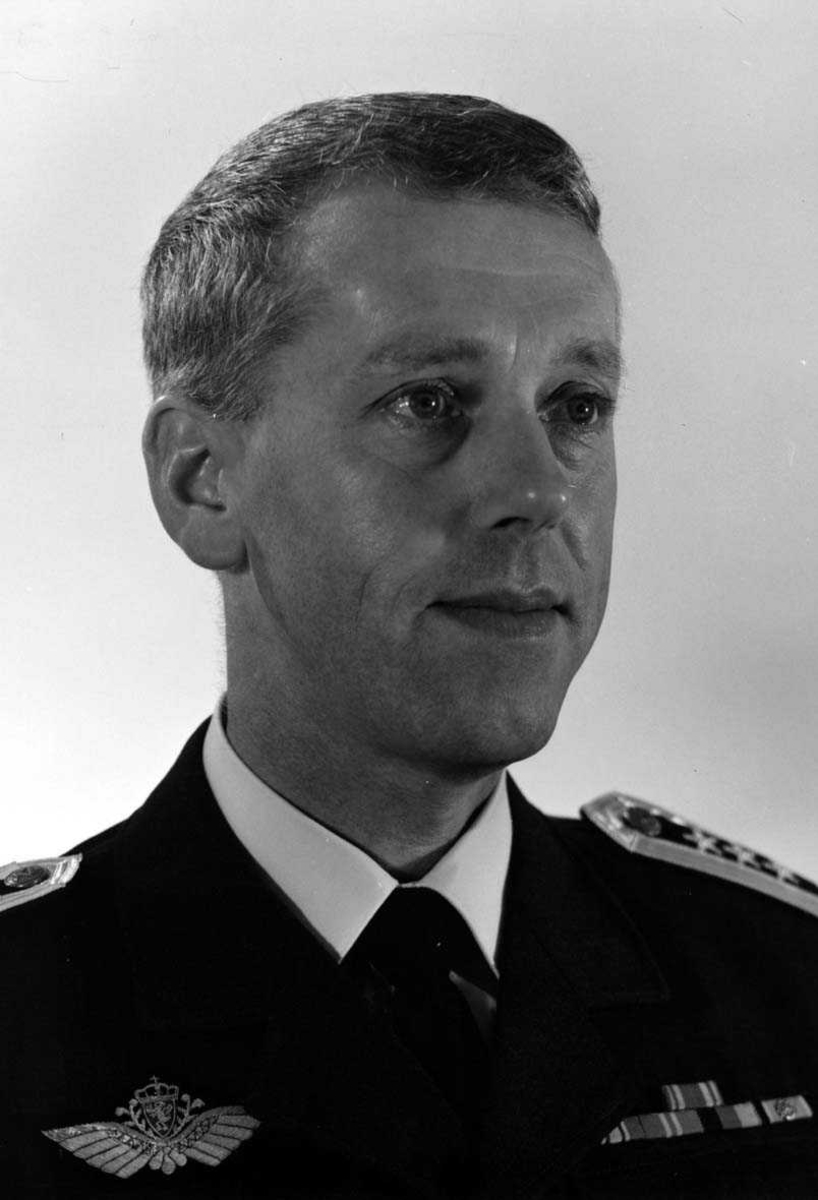 Portrett av en mannlig offiser - militær person Oberst Tjensvoll