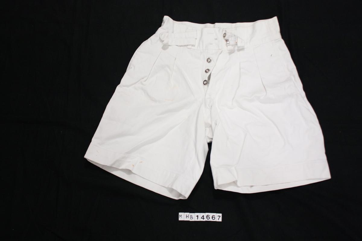 Hvit bomulls shorts.