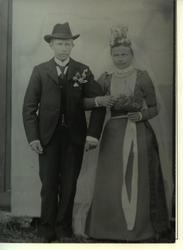 Portrett av budebar, hun bærer en brudekrone.