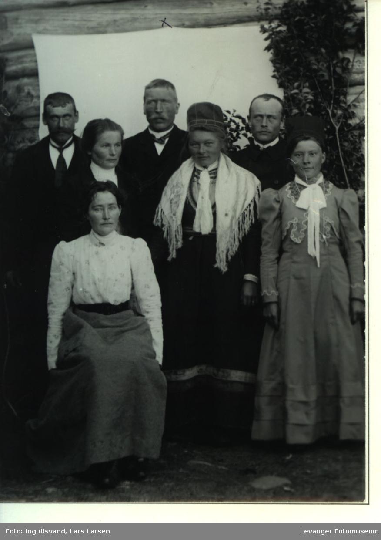 Gruppebilde av  tre menn og fire kvinner.