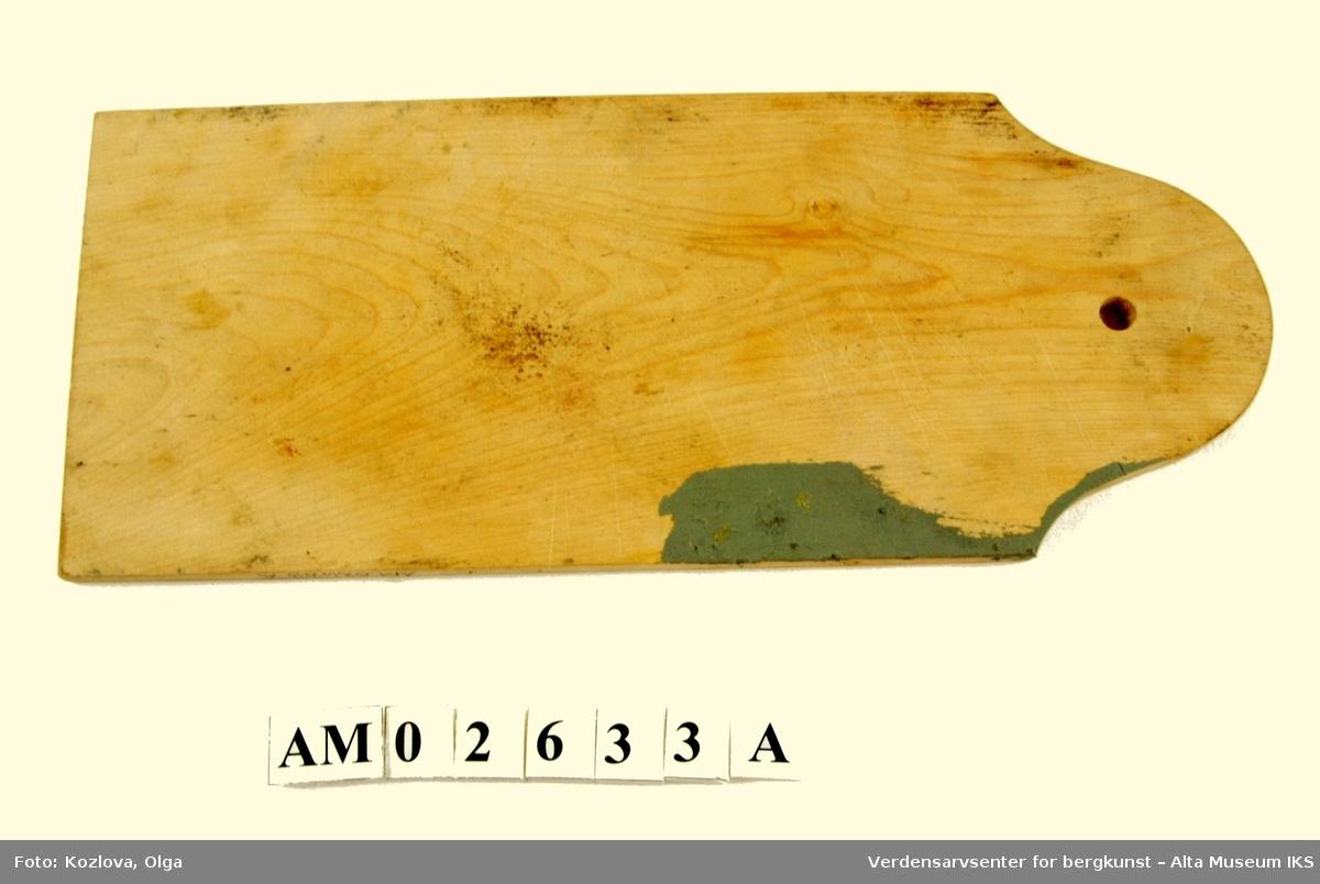 Form A) Klassisk skjærefjølform B) m/tilspisset ende og langt håndtak, begge m/hull for opphenging