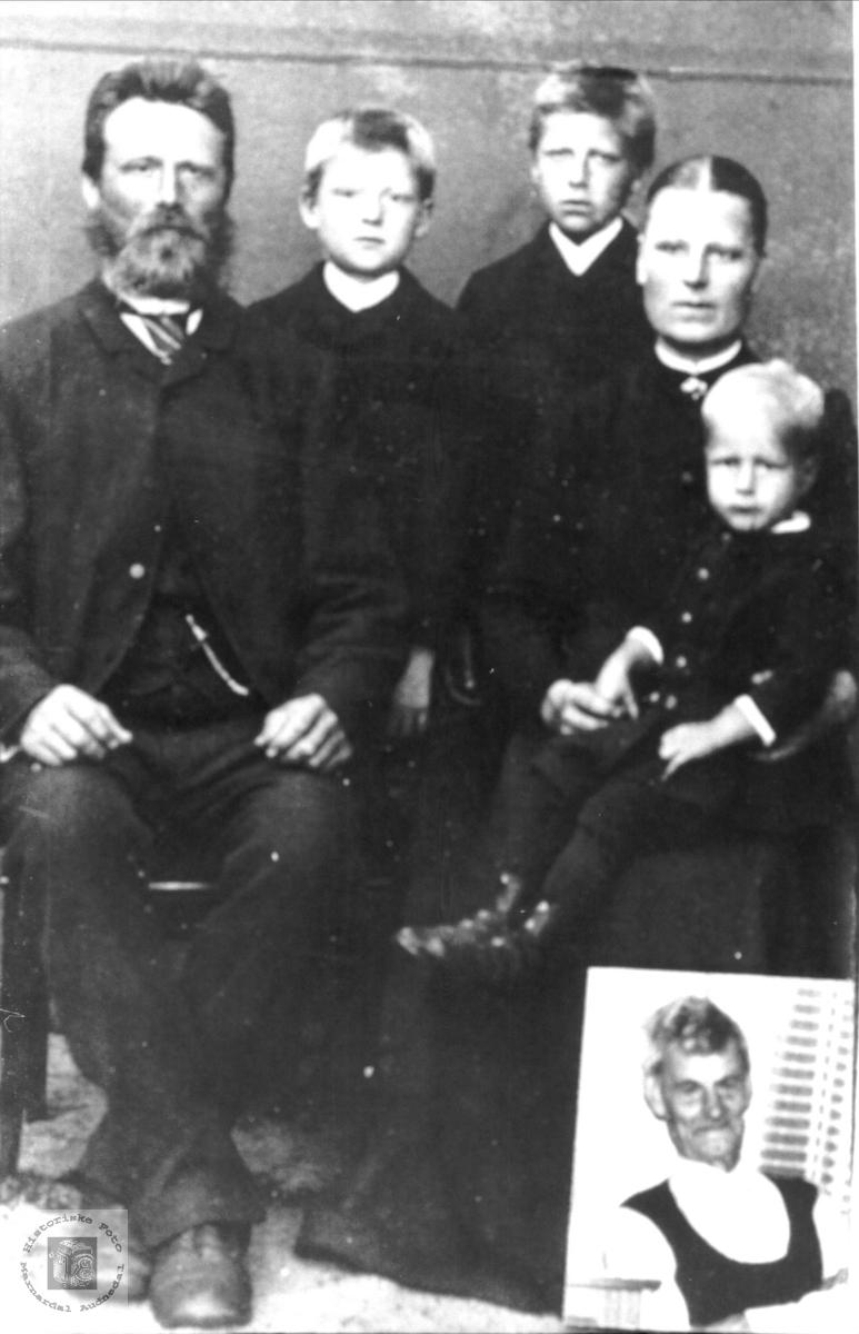 Familiefoto Glaambek Og Guri Fidja Mfam Historiske Foto