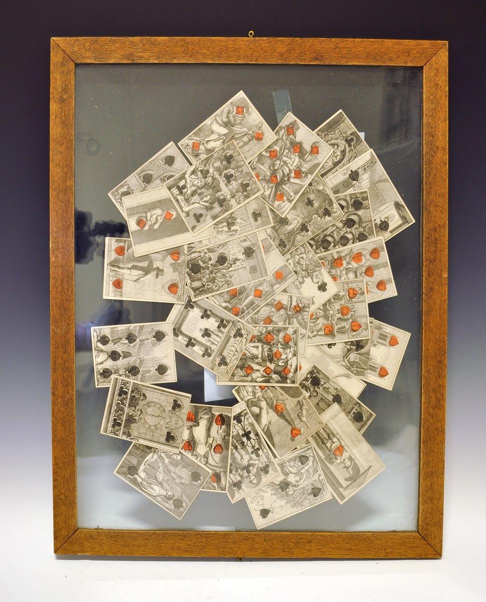Spillkort (kopier av gamle) - ikke en hel kortstokk, bare et utvalg. Kortene er lagt mellom to glassplater med treramme rundt - til bruk i utstilling.