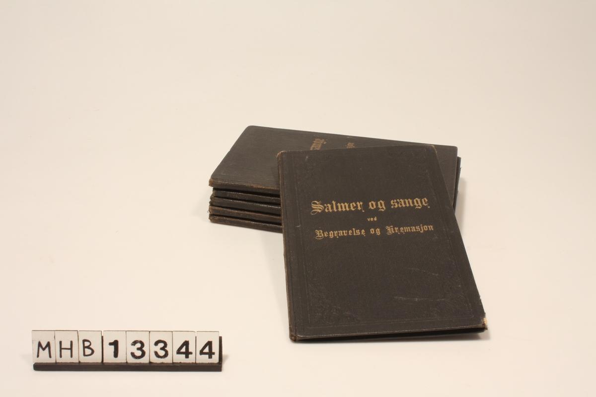 Ramme med hjørnemotiver på fram- og bakside, akkantus. Gotisk skrift