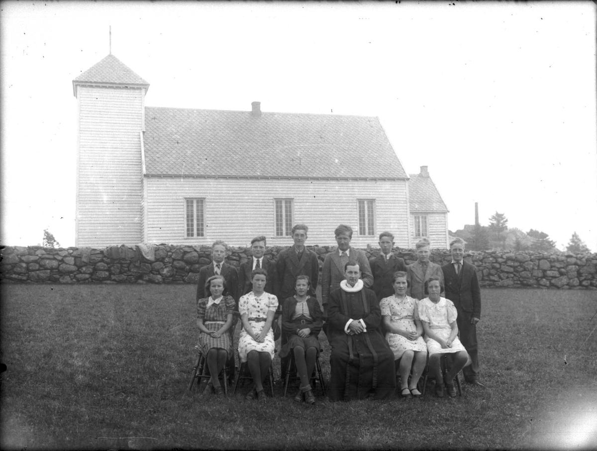 Eksteriør - Gruppebilde - Konfirmanter - Kirke.
