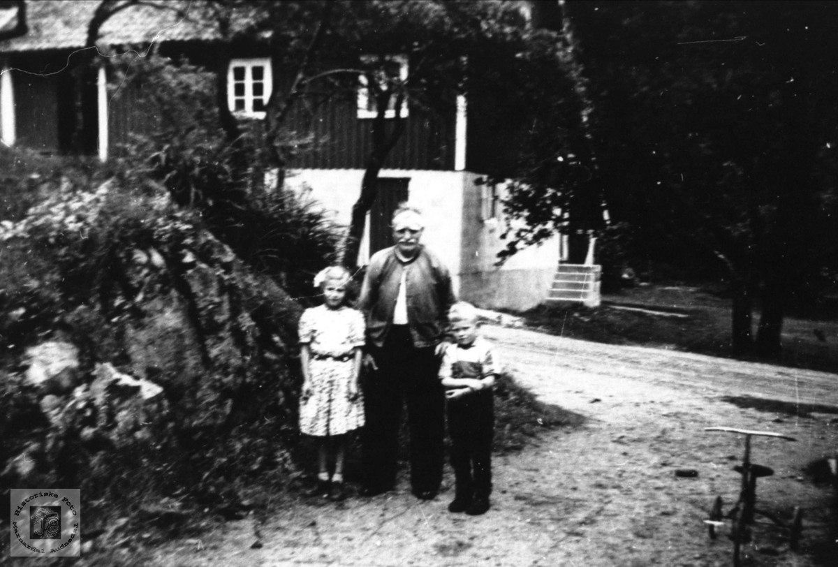 Bestefar og barnebarn Gangså