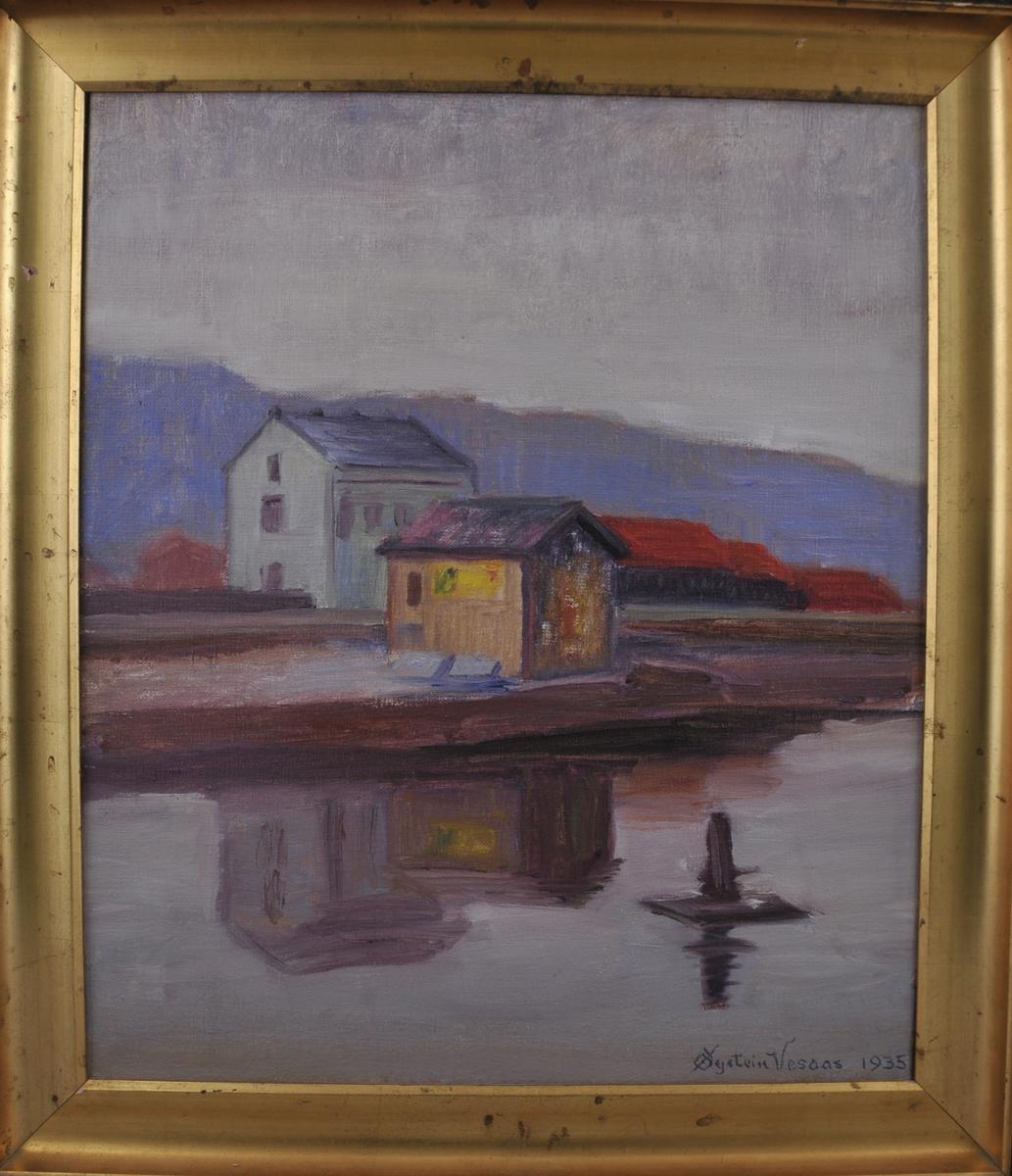 Motiv frå Skien, landskap med hus som speglar seg i vatnet i framgrunnen.