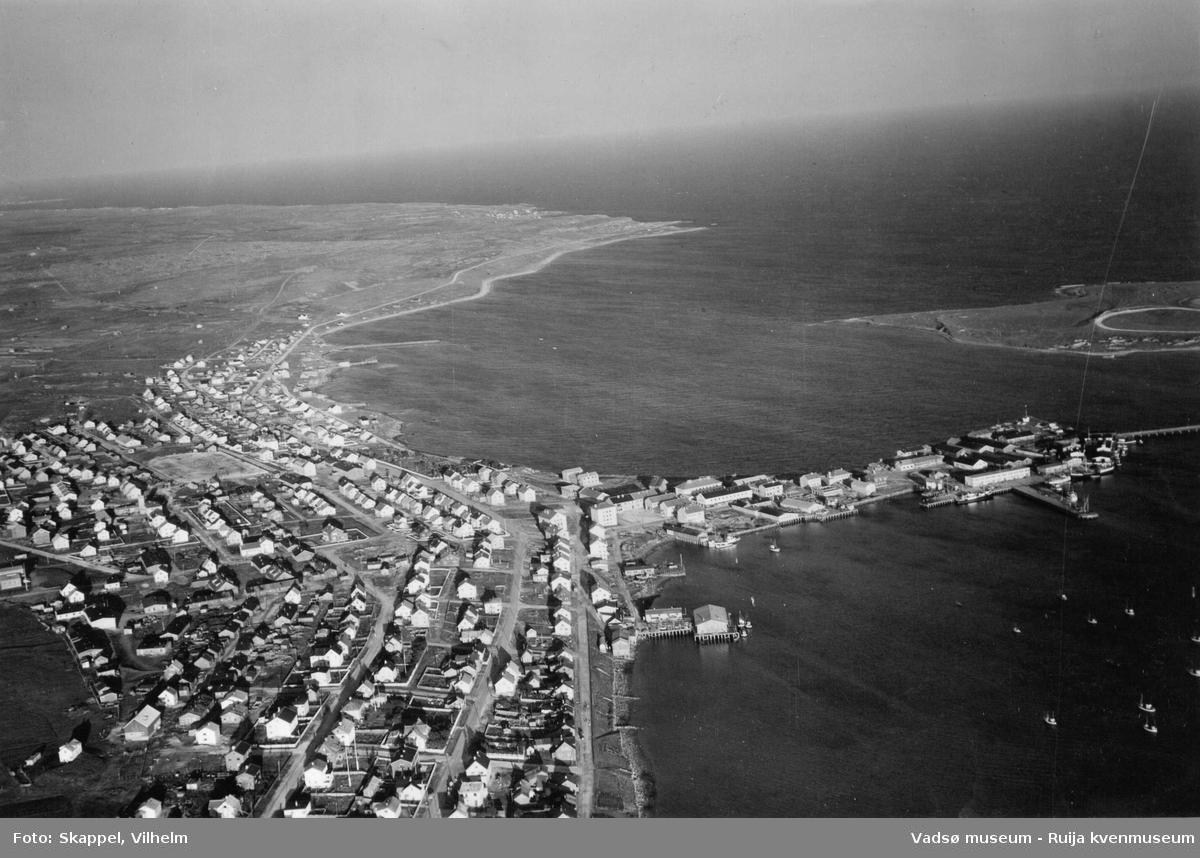 Flyfoto av Vadsø, 1953.