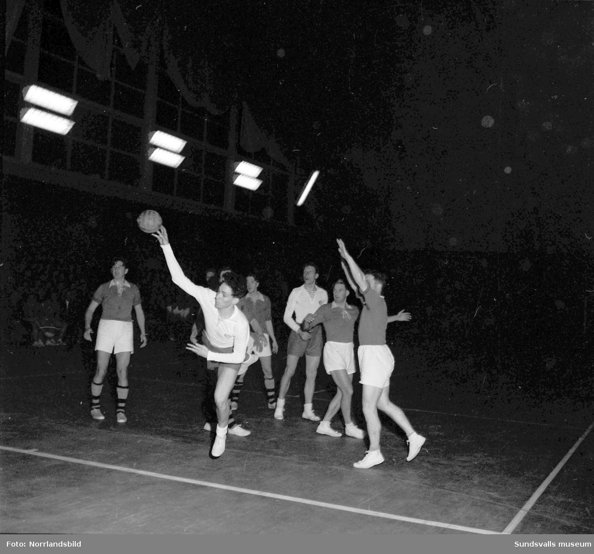 Handbollsmatch i tennishallen, Heffners-Sandviken.