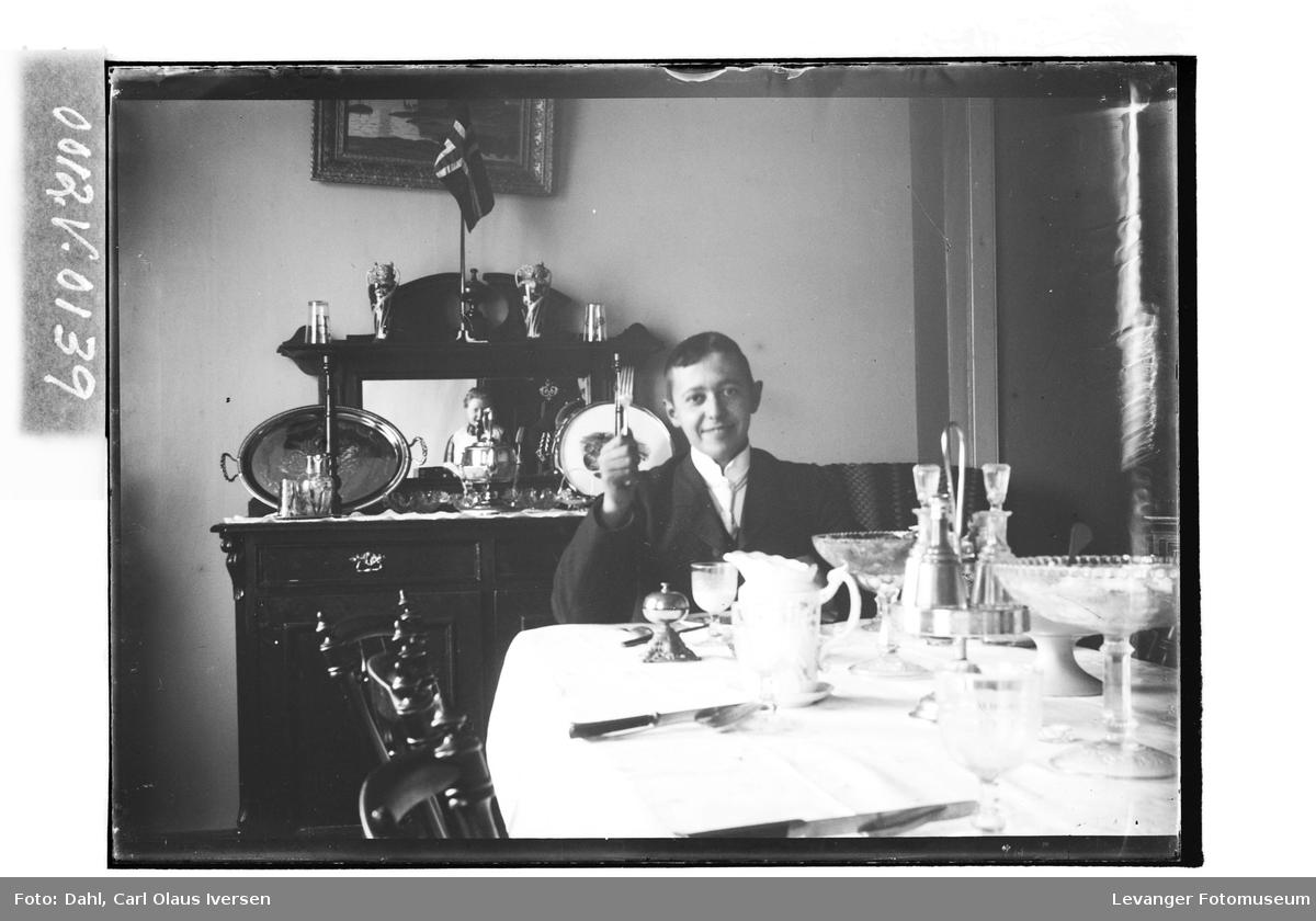 Fredrik A.H. Dahl ved middagsbordet