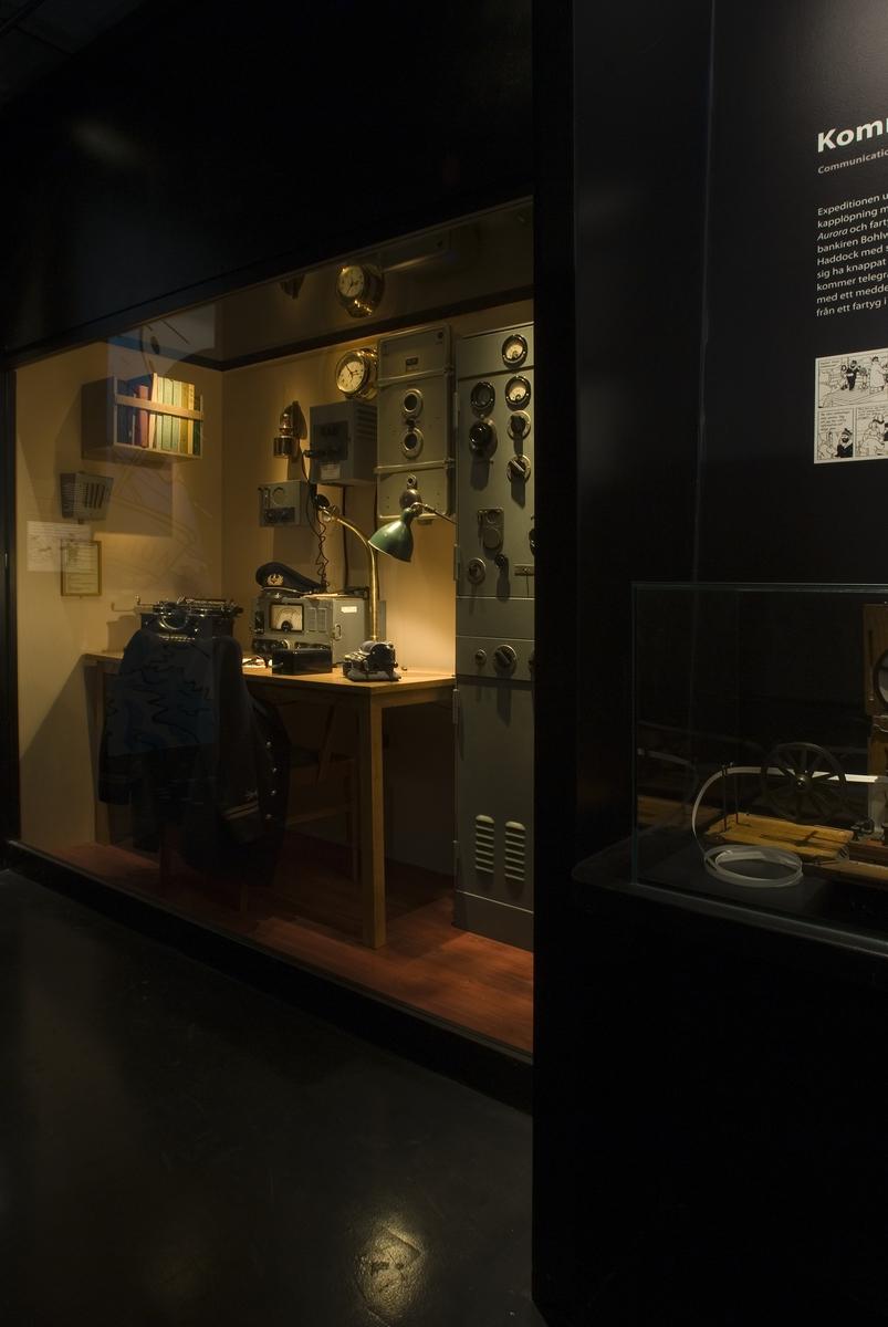 """Utställningsdokumentation av """"Tintin till sjöss"""" Aurora- rum i rummet navigation"""