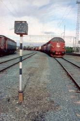 Godstog 5793 til Bodø får A-signal på Marienborg stasjon. To
