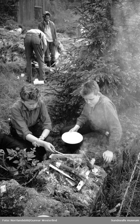 Matlagning och förtäring ute i det fria i Galtström.