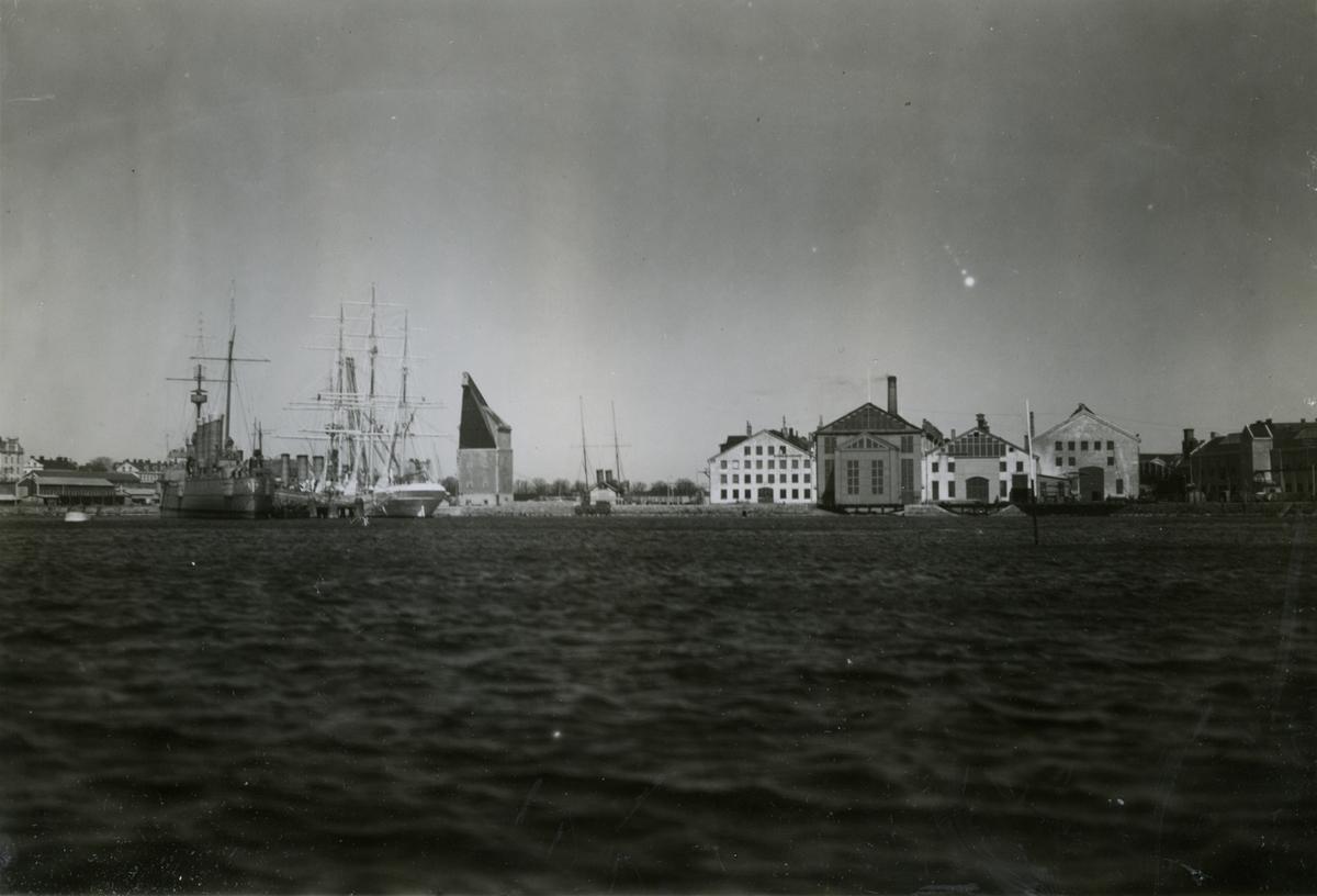 KARLSKRONA ÖRLOGSVARV Ingeniörsdepartementet. Pkr.Fylgia,Övningssk.af Chapman,Psk.Oscar II. Omkr. 1925