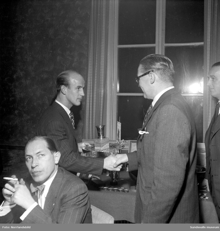 Kubikenborgs IF delar ut utmärkelser i samband med årsmötet 1951.