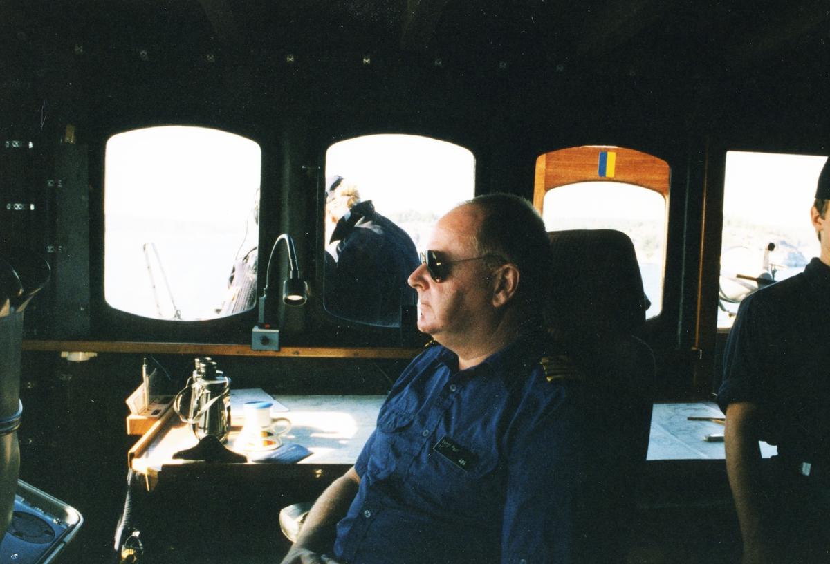 Bengt Pauli ombord, i styrhytten.