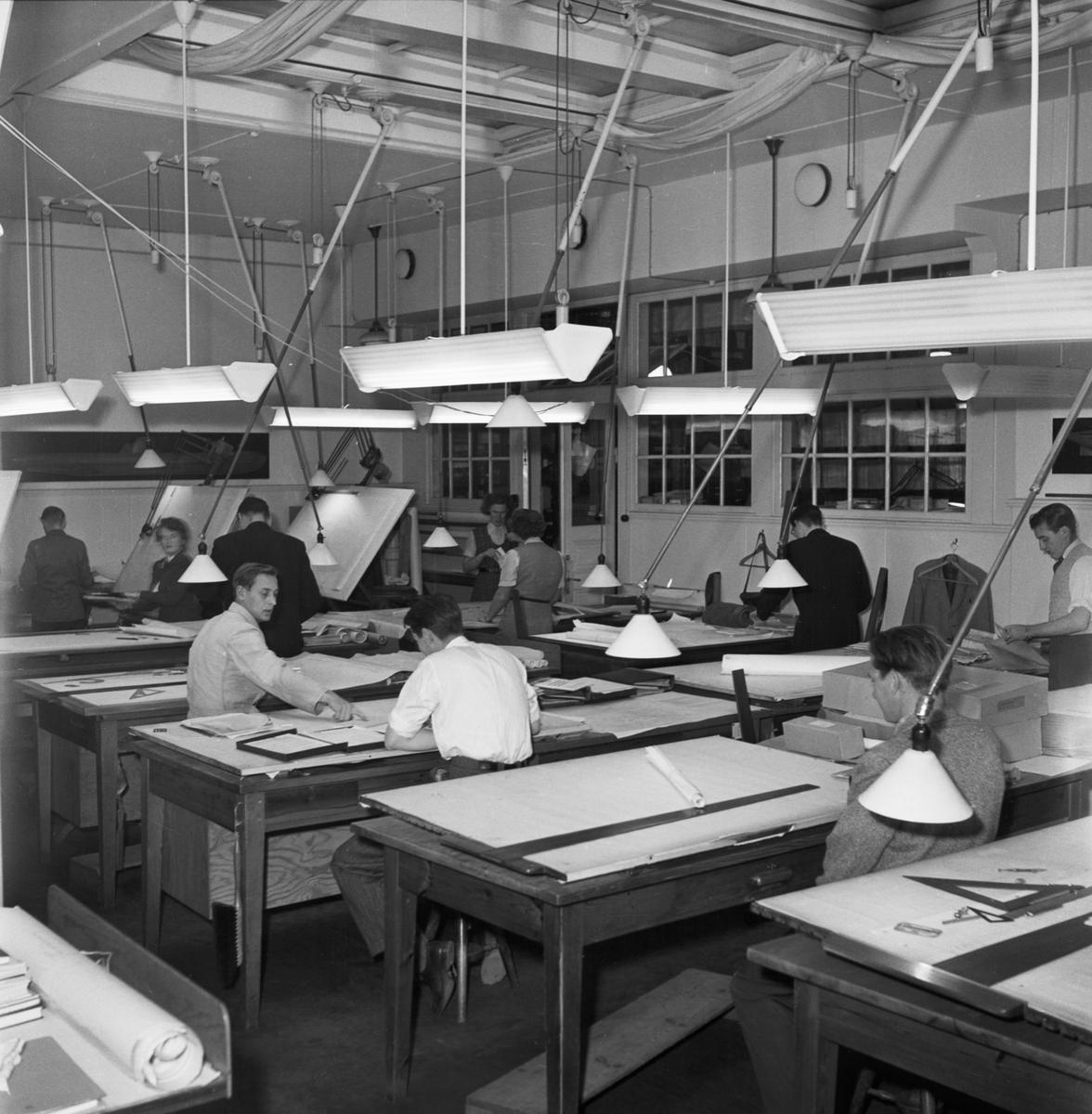 Övrigt: Foto datum: 29/6 1953 Byggnader och kranar Ritkontoret interiör