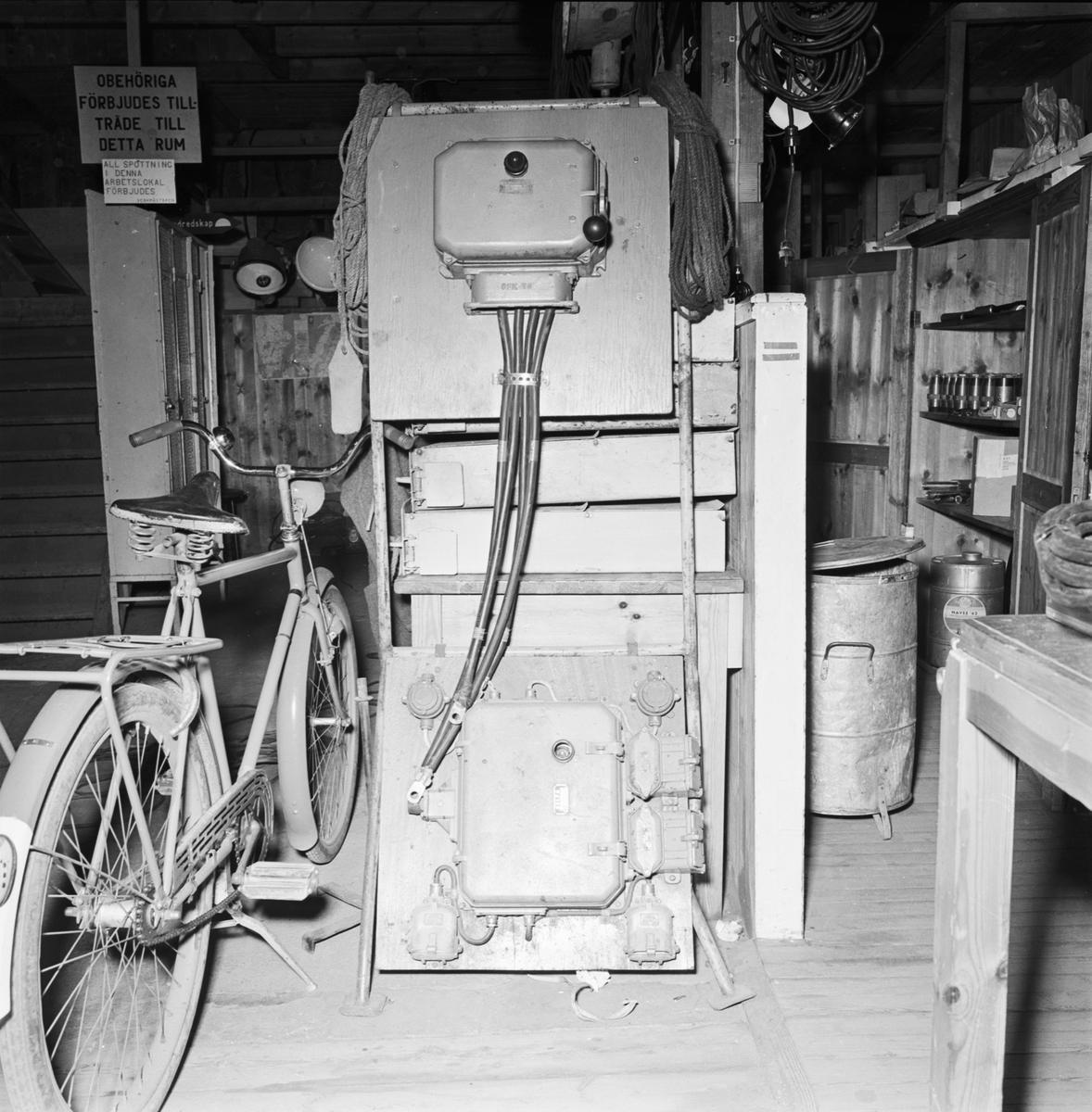 Övrigt: Foto datum: 29/4 1964 Verkstäder och personal. Elverkstan interiör