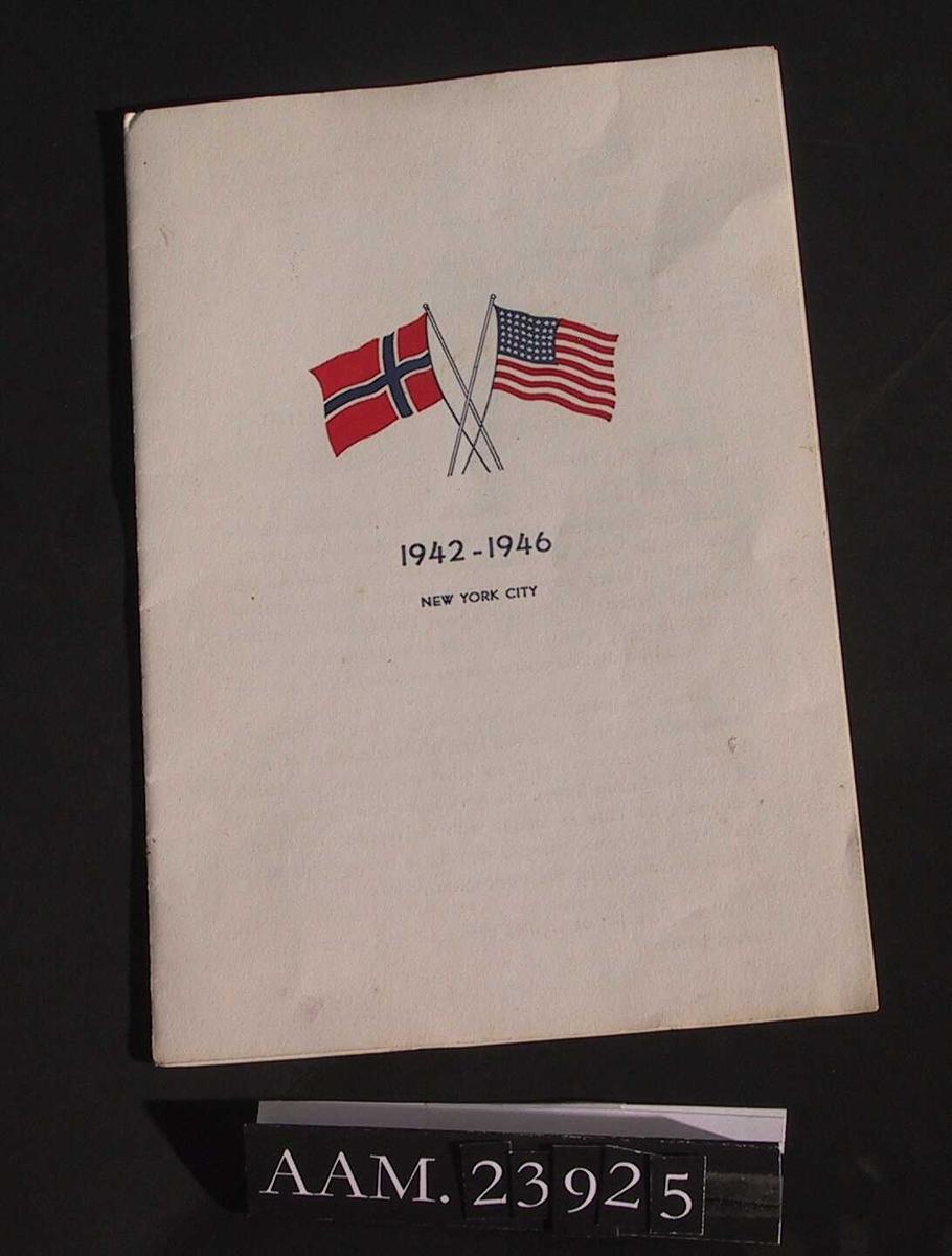 Norsk og amerikansk flagg i farger, og tekst.
