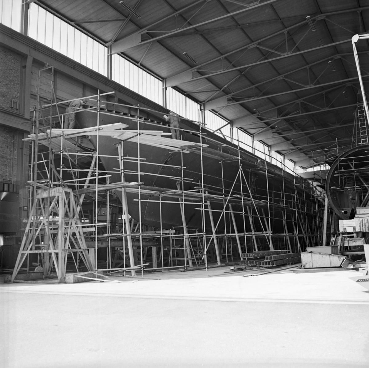 Övrigt: Foto datum: 8/6 1966 Byggnader och kranar Interiör av olika verkstäder. Närmast identisk bild: V36517, ej skannad