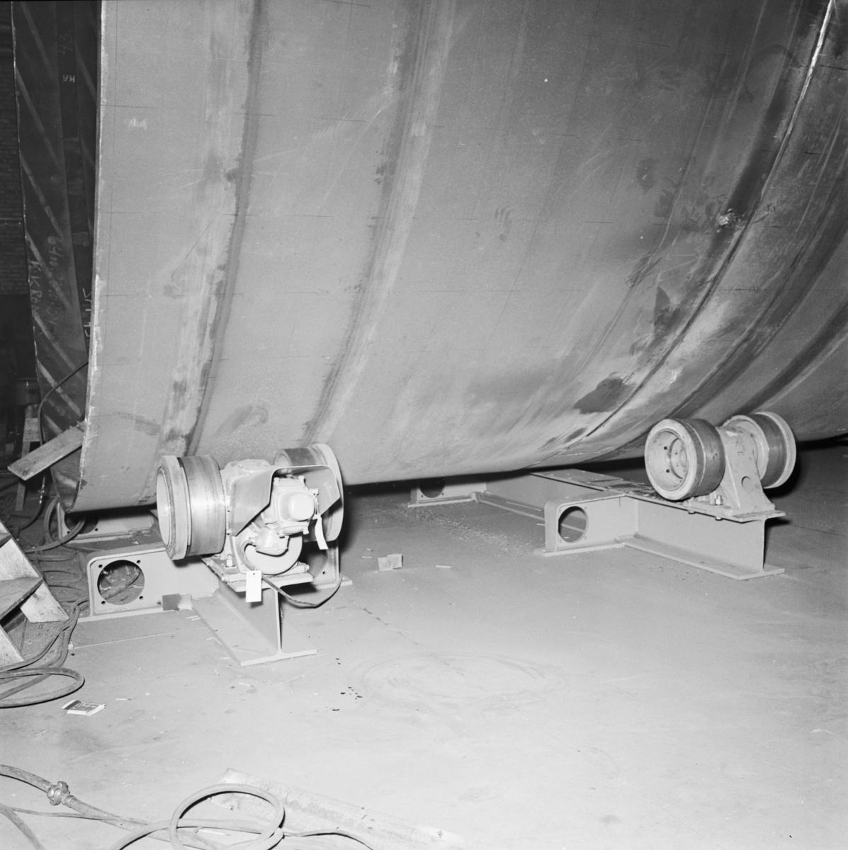 Övrigt: Foto datum: 13/6 1966 Byggnader och kranar Nya maskiner. Närmast identisk Bild: V36536, ej skannad