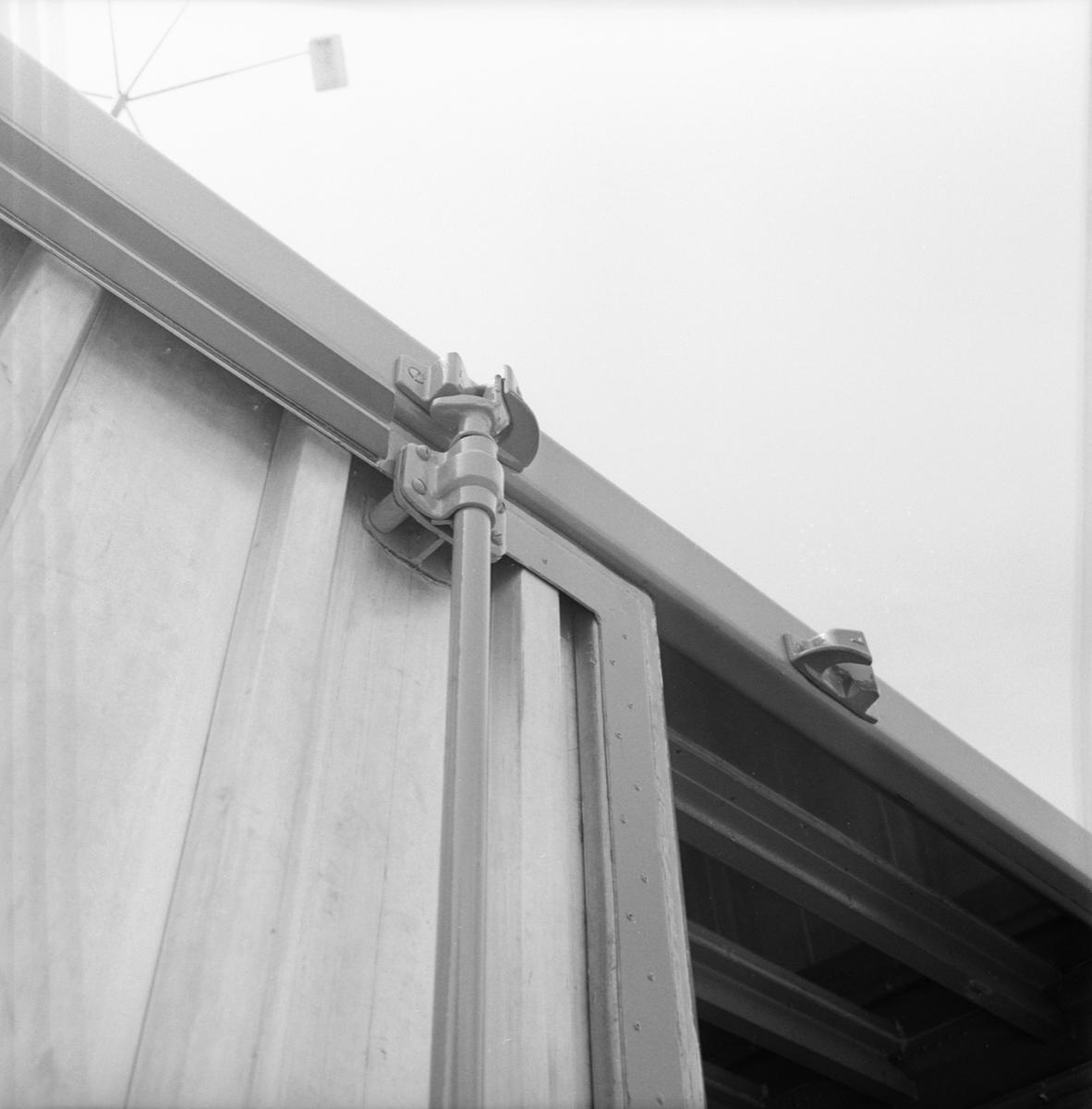 Övrigt: Fotodatum 3/6 1966 Byggnader och Kranar Contain.