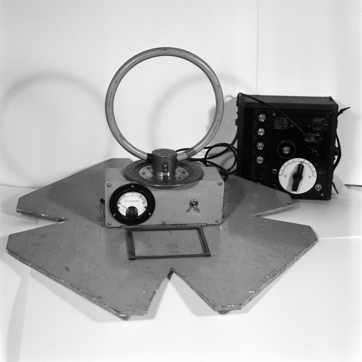 Övrigt: Foto datum: 17/3 1956 Byggnader och kranar Mätinstrument avd 63. Närmast identisk bild: V8817 och V8819, ej skannade
