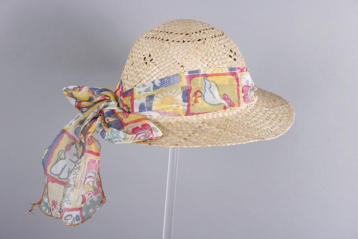 Motivene på dekorbåndet er gris som spiller på mandolin, hundevalp, gås, sol, blomster osv.