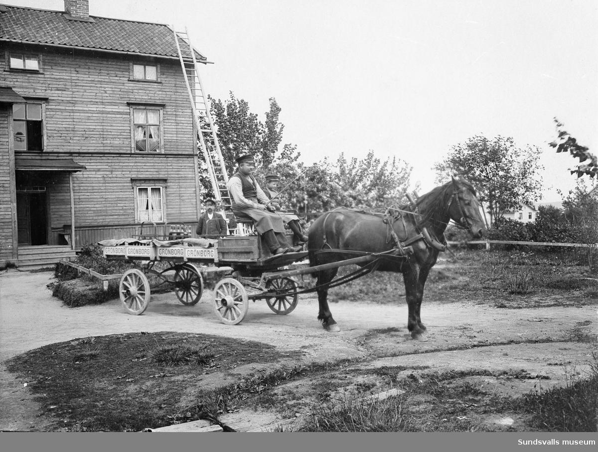 Hästdragen bryggerikärra från Grönborgs bryggeri med kusk och liten springpojke på kuskbocken. Okänt var ekipaget står.