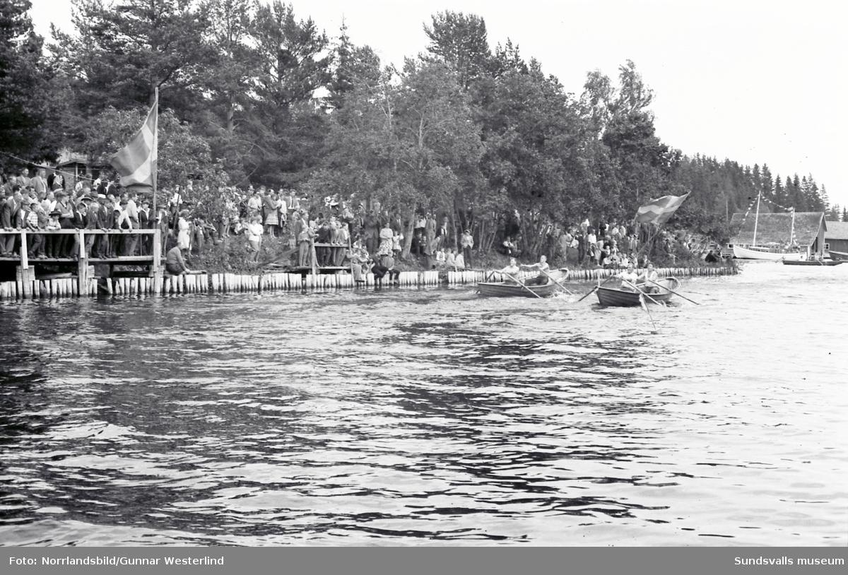Roddtävlingarna på Fiskarfesten i Tynderö lockade publik långt ut i buskarna. Arrangemanget föddes 1939 och bytte 1967 namn till Åstödagen.