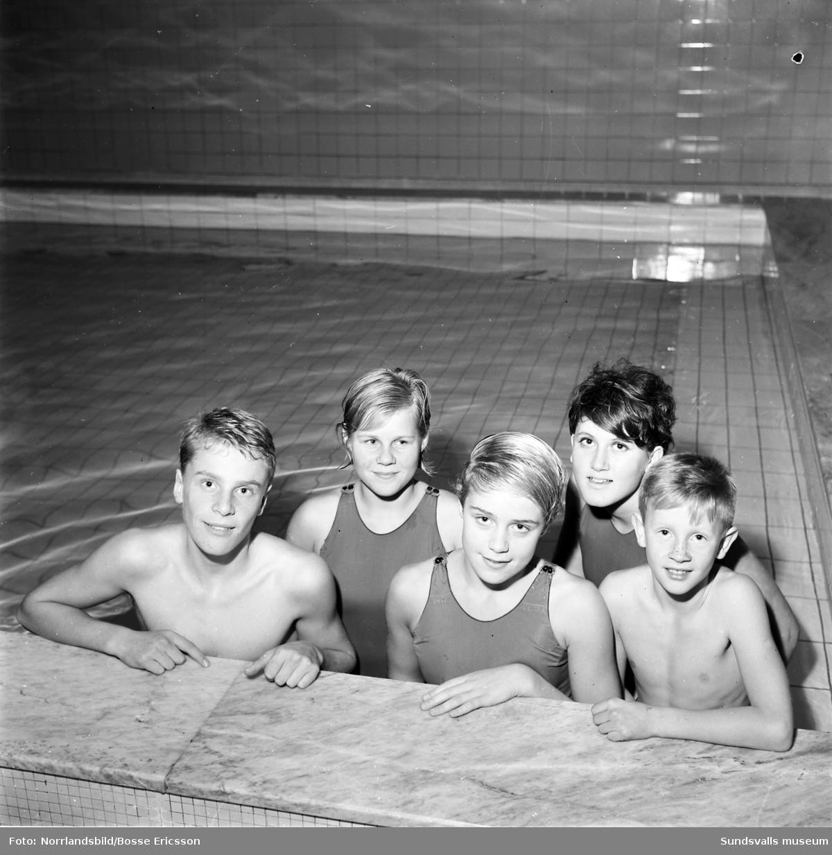 Sum-sim, tävlingar i Timrå simhall.