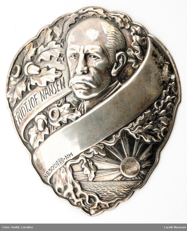 Jakkemerke m. Fr. Nansens portrett