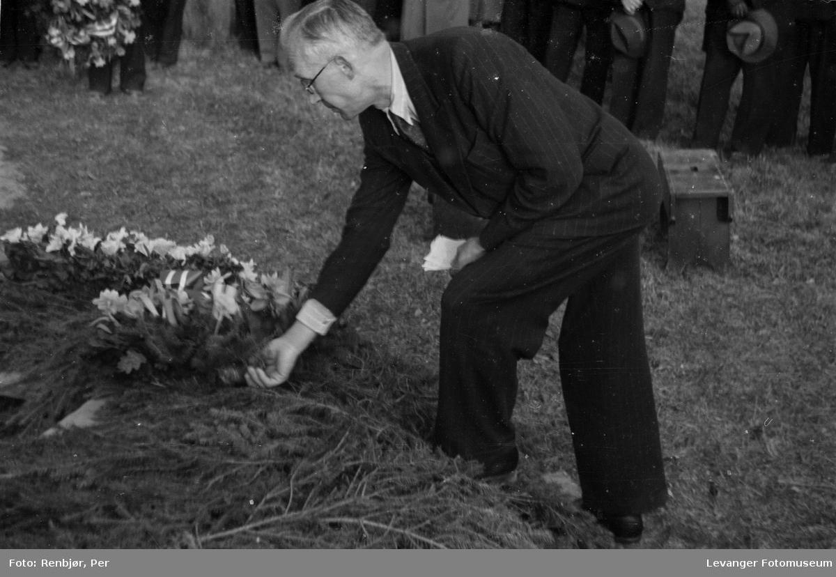 Nedlegging av kran, fllytting av  russiske, sovjetiske krigsfanger fra Moan i Levanger til Levanger kirkegård.