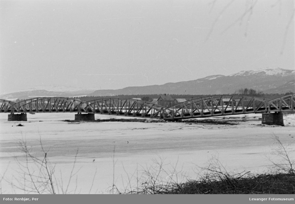 Jernbanebrua over Verdalselva. Brua ble sprengt den 14 april 1940.