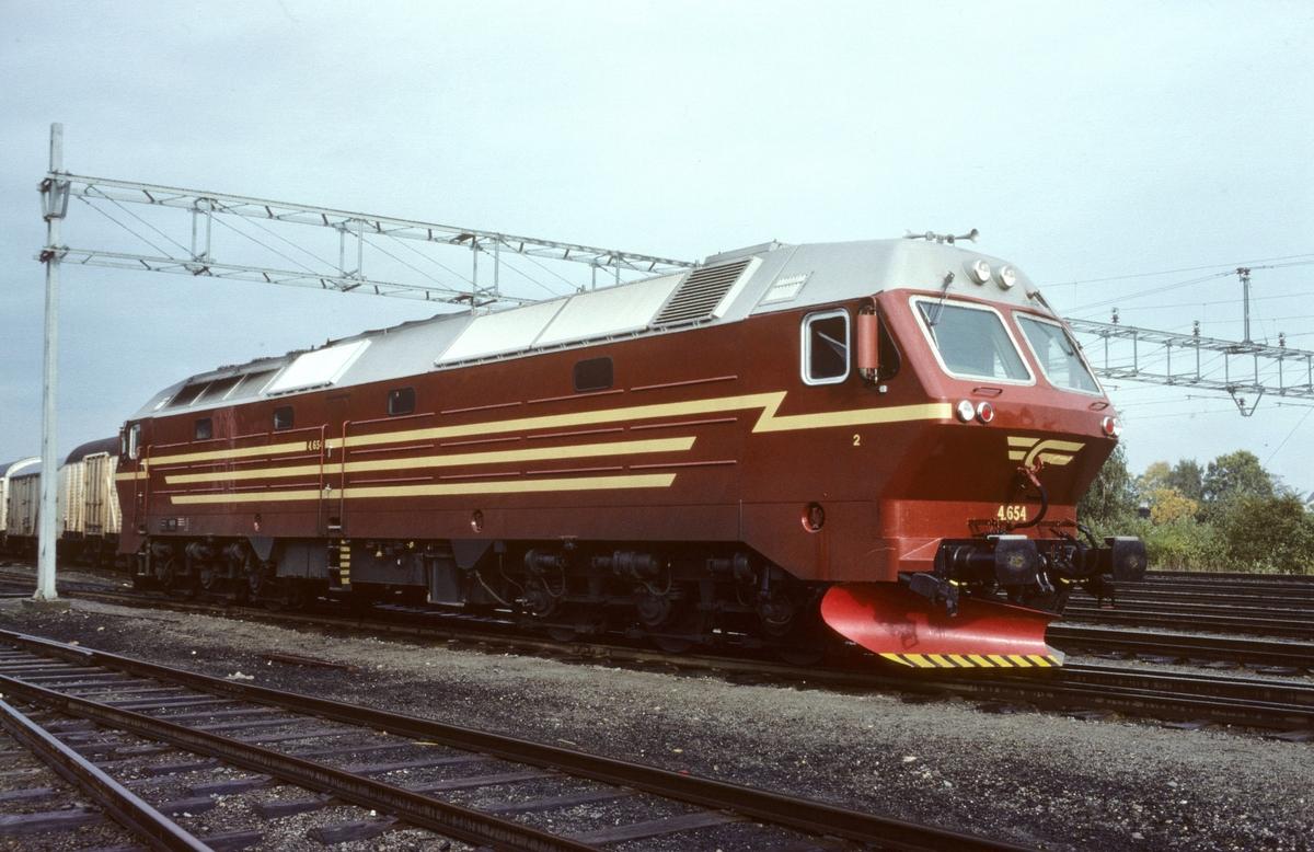 Nytt dieselelektrisk lokomotiv NSB Di 4 654 på Marienborg.