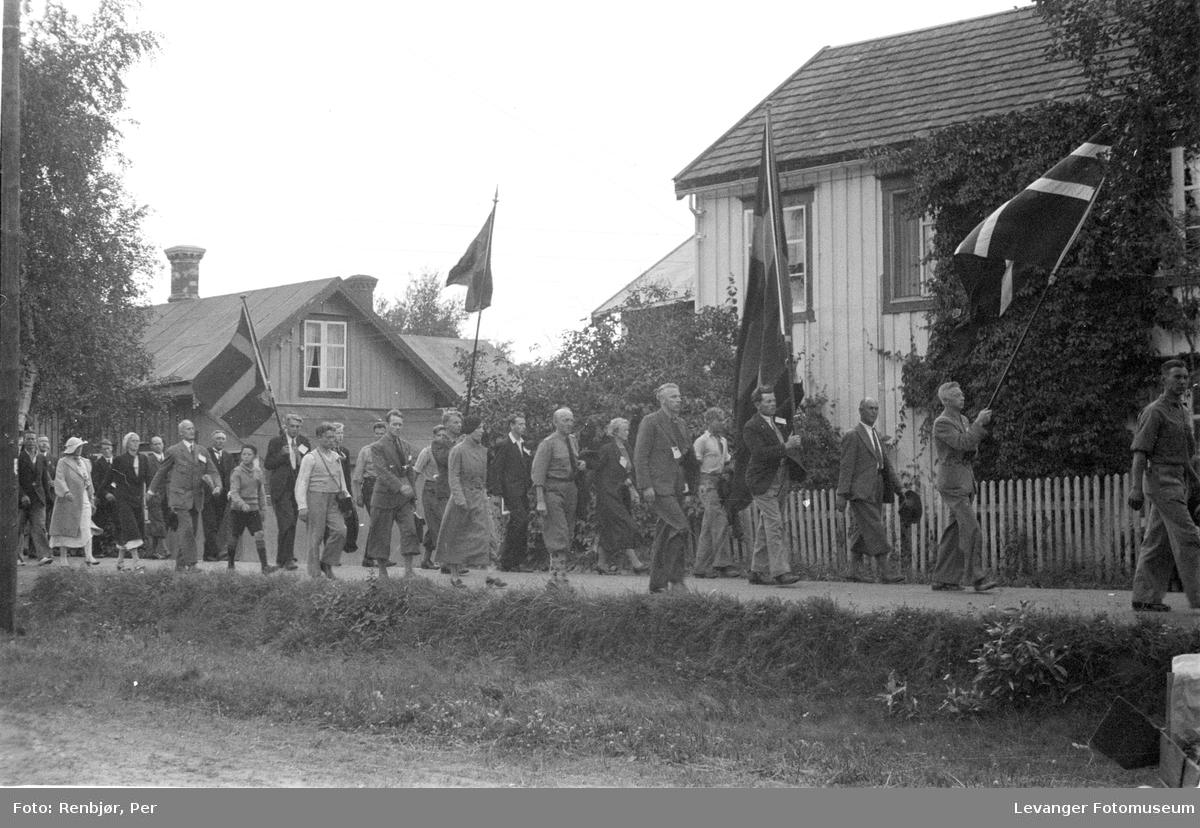 Fra Nasjonals Samlings riksmøte på Stiklestad i 1934. Marsjen fra Verdal til Stiklestad.