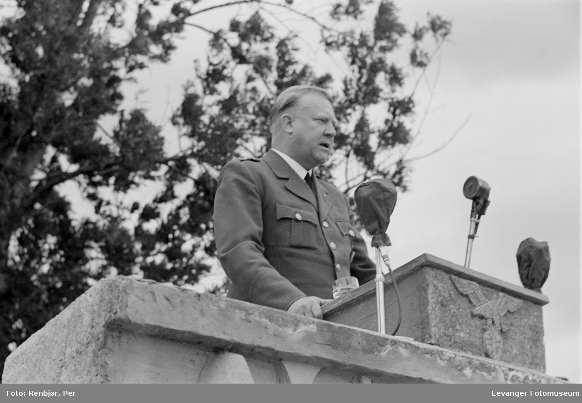 Fra Nasjonal Samlings stevne, riksmøte, på Stiklestad 1944. Quisling taler.
