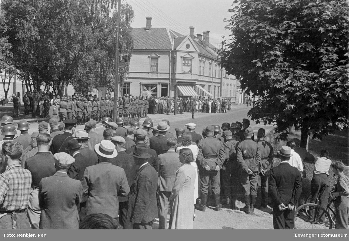 Tyske tropper på torget i Levanger.