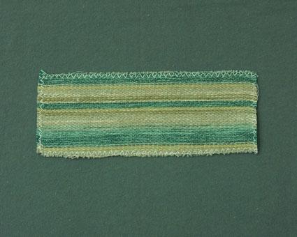Möbeltygsprov vävt i korskypert med bomullsgarn i varp och ull- och lingarn i inslag.