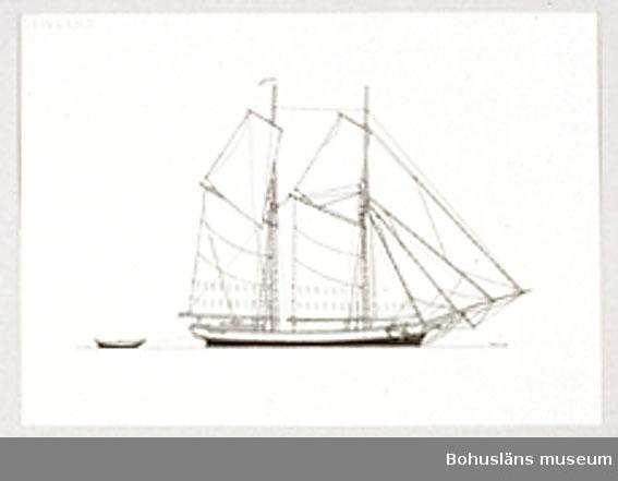 Montering/ram: Passepartout av tunn grå kartong; 55 x 66 cm, Åländsk galeas från 1800-talets slut, seglade ofta med ved till Stockholm. Övrig historik se UM72.26.001.