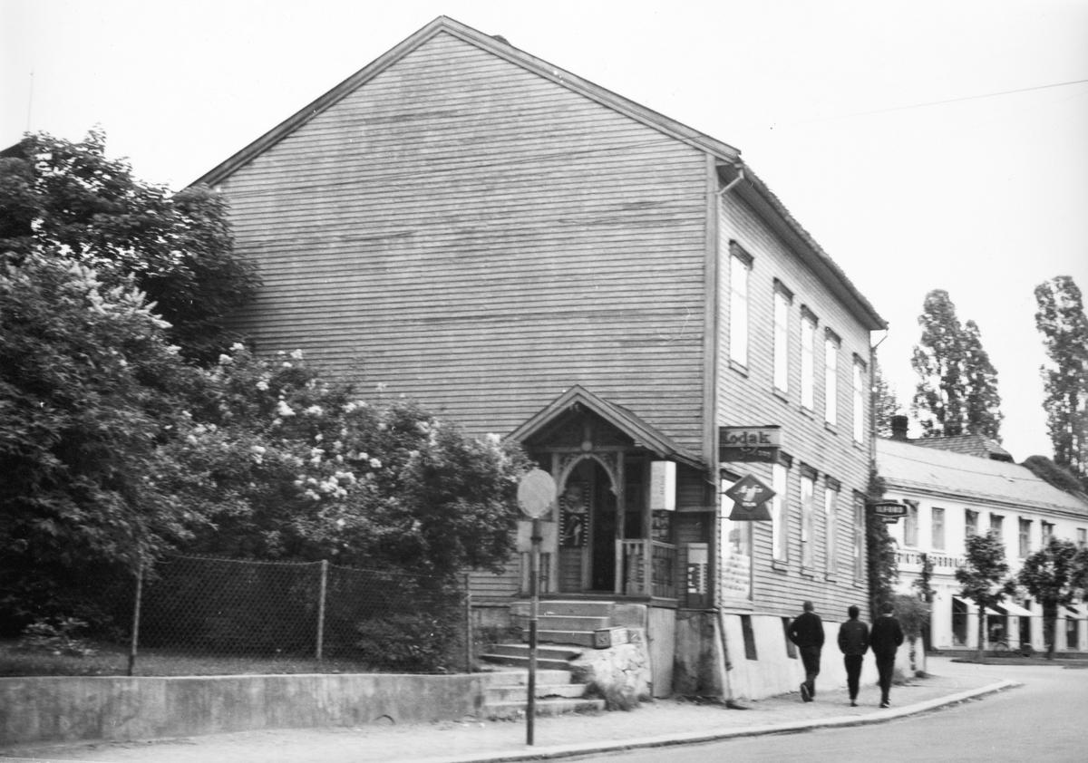 Stangeveien 4, Hamar. Fotoforretning. Lars Kornberg. (overtok etter Christian Grundseth)