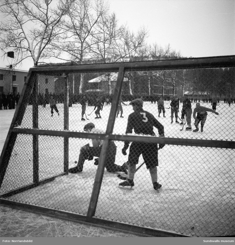 Bandymatch på läroverksplan, Heffners-Viksjöfors 2-1.