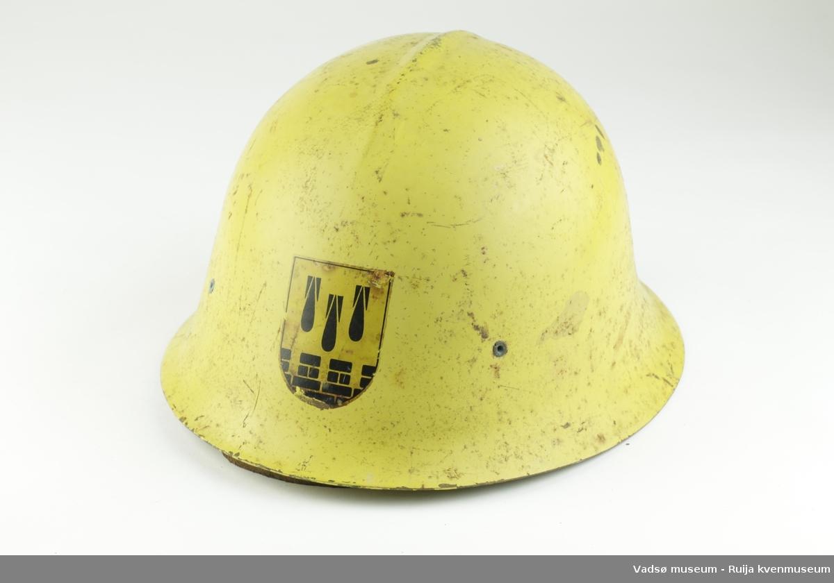 Emblem: 3 bomber og borgmur. Svart på gul bakgrunn.