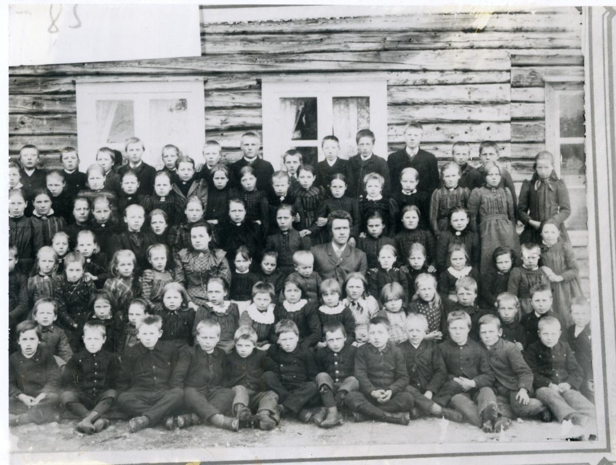 Gruppebilde av elever ved Torshaug skule, Vestre Bagn