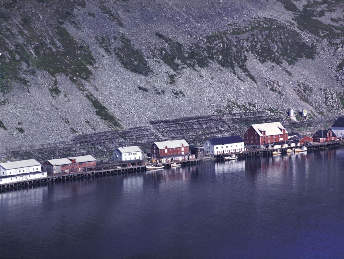 Flyfoto fra Kjøllefjord. Negativ nr. 122732. Kjøllefjord.