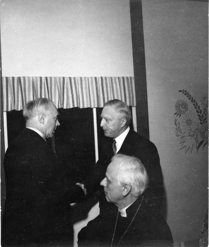 Wargöns AB.  Från jubileumsdagen, (75 år) söndagen den 19 juni 1949. Biskop Ljunggren, Landshövding Lundvik och Disponent de Verdier.