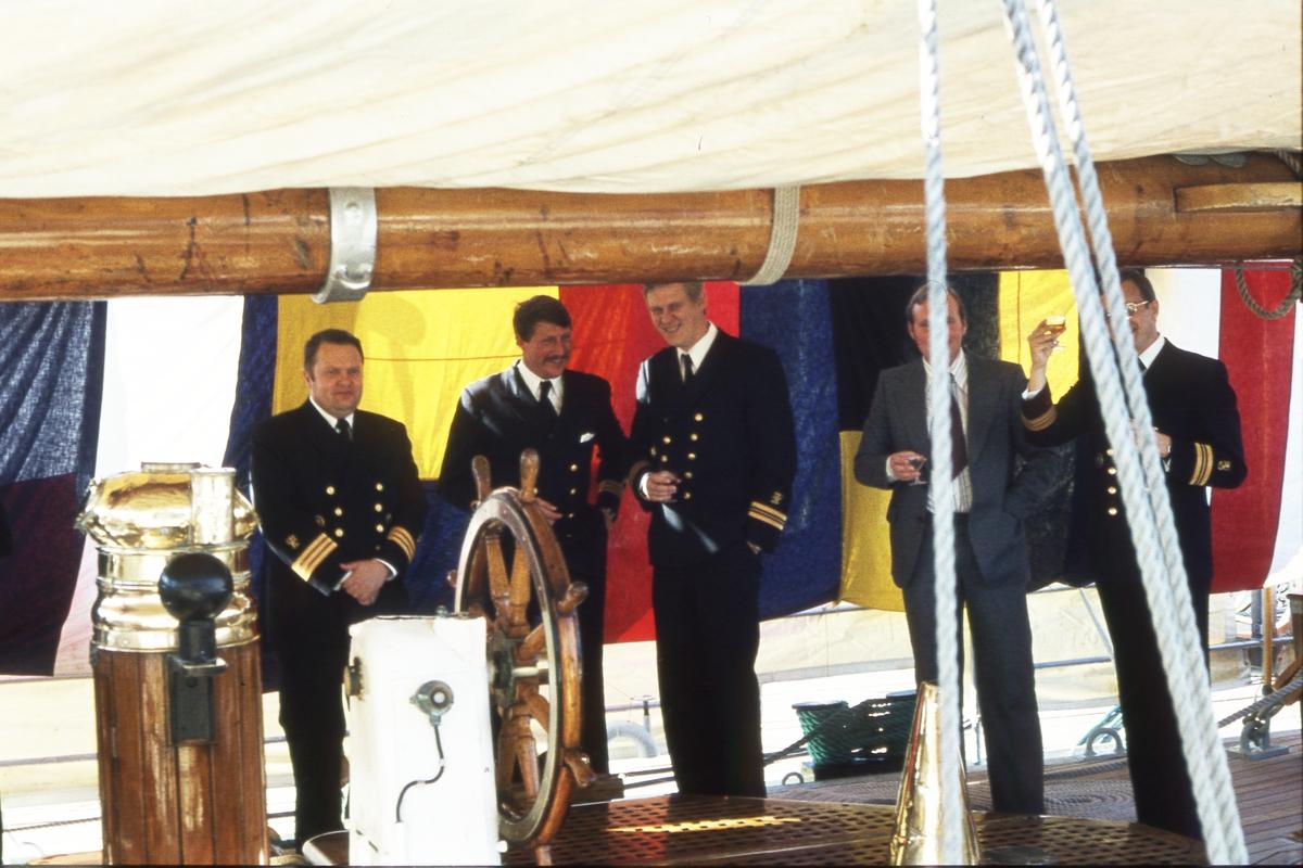 Militärt besök ombord.