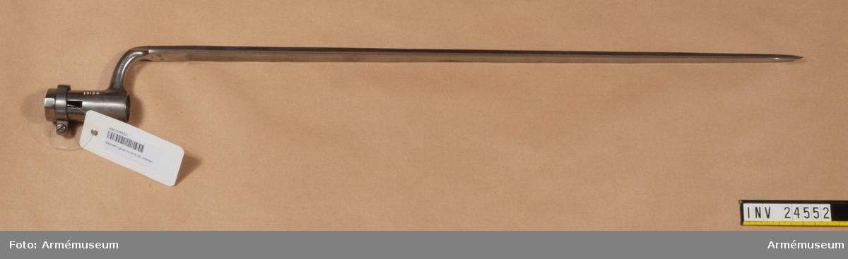 Grupp E II b. Bajonett t gevär m/1815-1845, infanteri.
