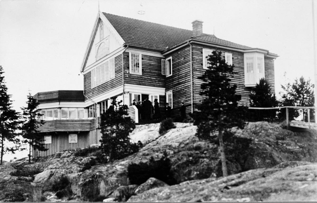 Vindhem, Sundsvalls Segelsällskaps klubbhus. Uppfört 1911. Före utbyggnaden med dans- och restaurangdel 1951. Vykort.