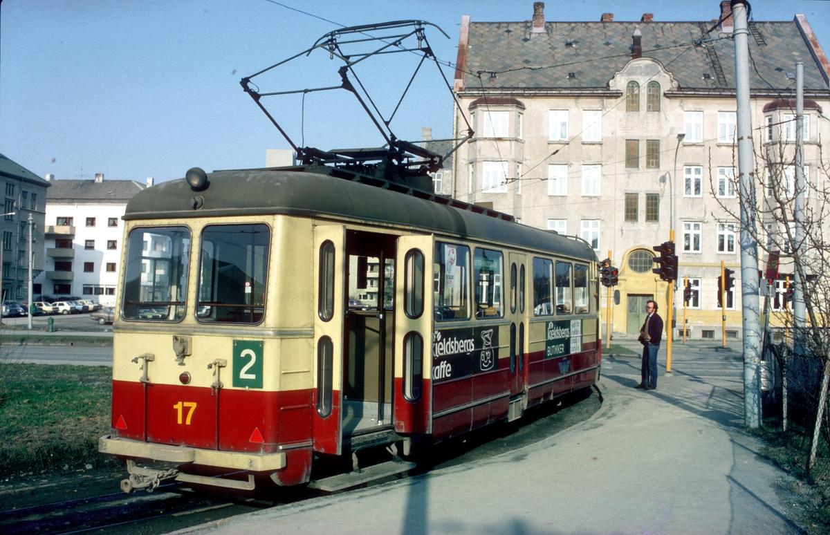 Trondheim sporveiers motorvogn 17 på Elgeseter på linje 2 til Voldsminde.